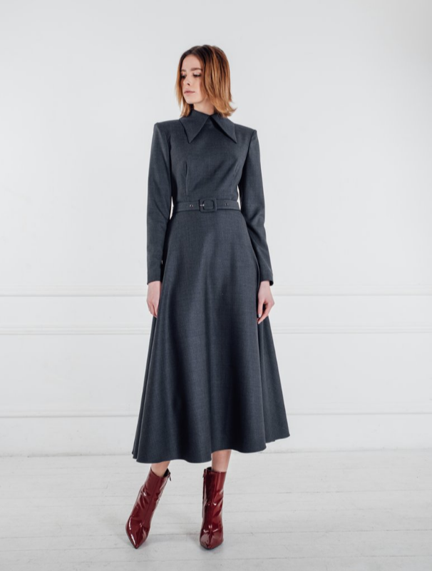Long Dress With Sharp Collar